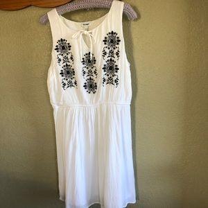 Old Navy L Sleveless White Dress